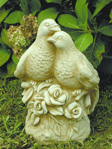 Garden Kissing Doves Statue