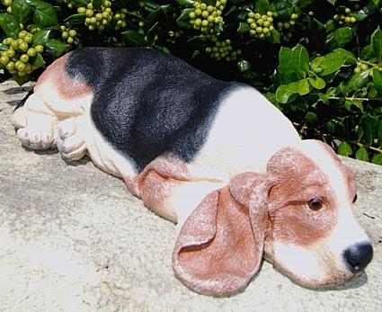 Merveilleux Garden Beagle Sculpture.